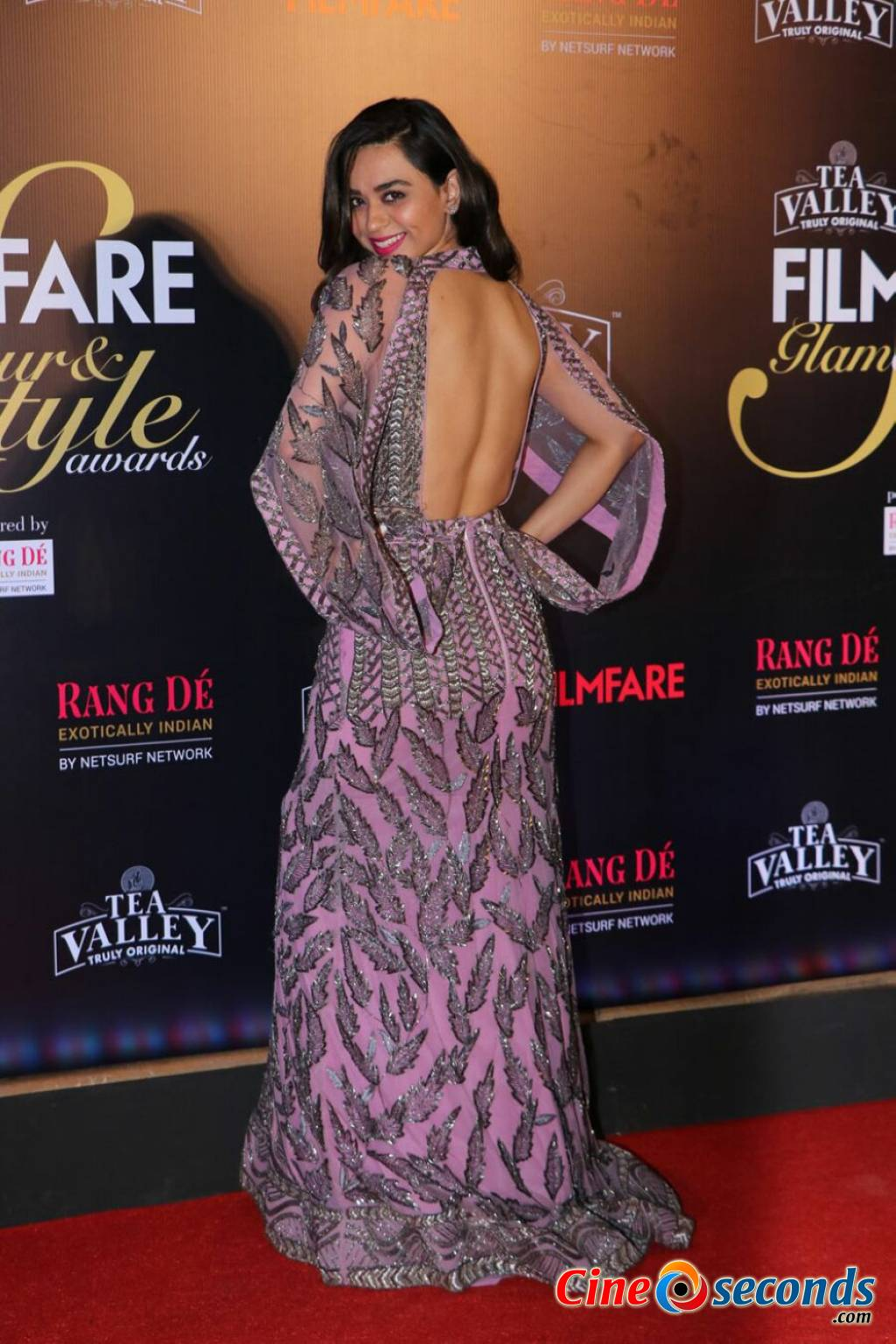 Filmfare-Glamour--Style-Awards-2019-Red-Carpet-(58)_71809.jpg