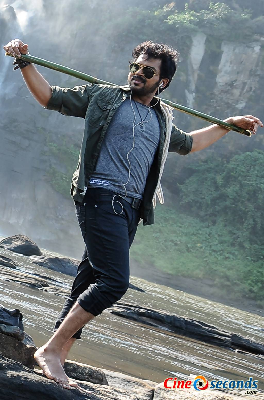 Karthi-in-Alex-Pandian-(4)_33019.jpg