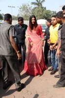 Aishwarya-Rai-Bachchan-Celebrate-Christmas-With-Cancer-Survivors-Childrens-Photos-(1)