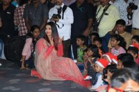 Aishwarya-Rai-Bachchan-Celebrate-Christmas-With-Cancer-Survivors-Childrens-Photos-(20)