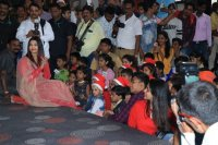 Aishwarya-Rai-Bachchan-Celebrate-Christmas-With-Cancer-Survivors-Childrens-Photos-(21)