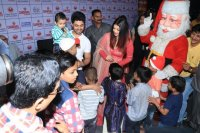 Aishwarya-Rai-Bachchan-Celebrate-Christmas-With-Cancer-Survivors-Childrens-Photos-(7)