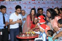 Aishwarya-Rai-Bachchan-Celebrate-Christmas-With-Cancer-Survivors-Childrens-Photos-(9)