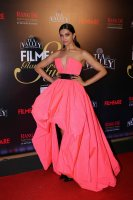 Filmfare-Glamour--Style-Awards-2019-Red-Carpet-(14)