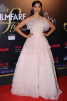 Filmfare-Glamour--Style-Awards-2019-Red-Carpet-(29)