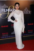 Filmfare-Glamour--Style-Awards-2019-Red-Carpet-(33)
