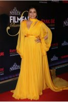 Filmfare-Glamour--Style-Awards-2019-Red-Carpet-(34)