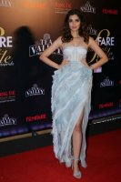 Filmfare-Glamour--Style-Awards-2019-Red-Carpet-(39)