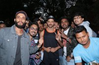 Hrithik-Roshan-Celebrates-His-45th-Birthday-With-Fans-Photos-(1)
