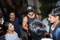 Hrithik-Roshan-Celebrates-His-45th-Birthday-With-Fans-Photos-(2)