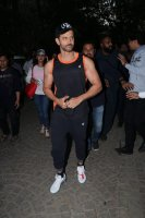 Hrithik-Roshan-Celebrates-His-45th-Birthday-With-Fans-Photos-(3)