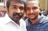 Vijay-Sethupathi-Arrives-In-Alappuzha-Images-(2)