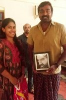 Vijay-Sethupathi-Arrives-In-Alappuzha-Images-(9)