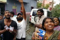Vishal-Rescue-operation-at-Flood-affected-regions-in-chennai-(1)