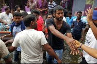 Vishal-Rescue-operation-at-Flood-affected-regions-in-chennai-(11)