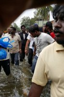 Vishal-Rescue-operation-at-Flood-affected-regions-in-chennai-(16)