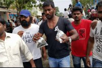 Vishal-Rescue-operation-at-Flood-affected-regions-in-chennai-(17)