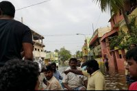 Vishal-Rescue-operation-at-Flood-affected-regions-in-chennai-(2)