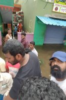 Vishal-Rescue-operation-at-Flood-affected-regions-in-chennai-(22)