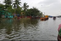 Vishal-Rescue-operation-at-Flood-affected-regions-in-chennai-(4)
