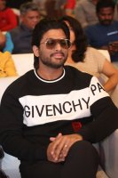 Allu-Arjun-at-Taxiwala-Pre-Release-Event-Photos-(1)