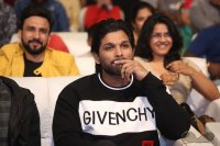 Allu-Arjun-at-Taxiwala-Pre-Release-Event-Photos-(11)