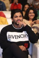 Allu-Arjun-at-Taxiwala-Pre-Release-Event-Photos-(13)