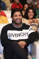 Allu-Arjun-at-Taxiwala-Pre-Release-Event-Photos-(14)
