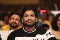 Allu-Arjun-at-Taxiwala-Pre-Release-Event-Photos-(17)