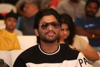 Allu-Arjun-at-Taxiwala-Pre-Release-Event-Photos-(2)