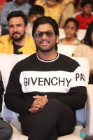 Allu-Arjun-at-Taxiwala-Pre-Release-Event-Photos-(4)