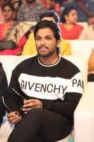 Allu-Arjun-at-Taxiwala-Pre-Release-Event-Photos-(6)