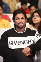 Allu-Arjun-at-Taxiwala-Pre-Release-Event-Photos-(8)