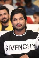 Allu-Arjun-at-Taxiwala-Pre-Release-Event-Photos-(9)