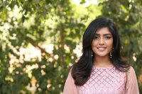 Eesha-Rebba-at-Ugram-Movie-Press-Meet-Photos-(19)