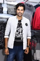 Ganesh-Venkatraman-at-MAX-Store-Launch-Stills-(5)
