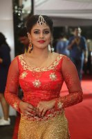 Iniya-at-Mirchi-Music-Awards-2017-Stills-(13)