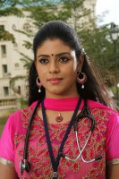 Pottu-Actress-Iniya-Images-(2)
