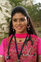 Pottu-Actress-Iniya-Images-(3)