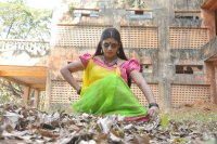Pottu-Actress-Iniya-Images-(4)