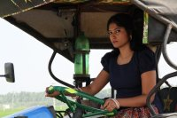 Julie-in-Amman-Thayee-Movie-Photos-(4)