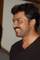Karthi-at-Paiyaa-Press-Meet-(1)