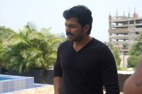 Karthi-at-Paiyaa-Press-Meet-(4)