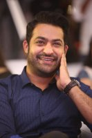 Jr-NTR-at-Ee-Maaya-Peremito-Audio-Launch-Stills-(1)