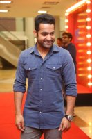 Jr-NTR-at-Naa-Nuvve-Pre-Release-Event-Photos-(7)