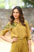 Rakul-Preet-Singh-at-Wife-of-Ram-Trailer-Launch-Photos-(10)