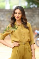 Rakul-Preet-Singh-at-Wife-of-Ram-Trailer-Launch-Photos-(11)
