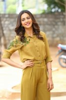 Rakul-Preet-Singh-at-Wife-of-Ram-Trailer-Launch-Photos-(13)