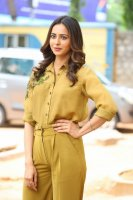 Rakul-Preet-Singh-at-Wife-of-Ram-Trailer-Launch-Photos-(18)
