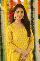 Ruhani-Sharma-at-Chi-La-Sow-Movie-Opening-Stills-(11)